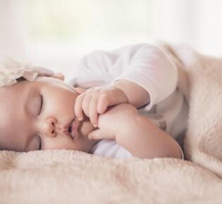 Режим дня ребенка на грудном вскармливании