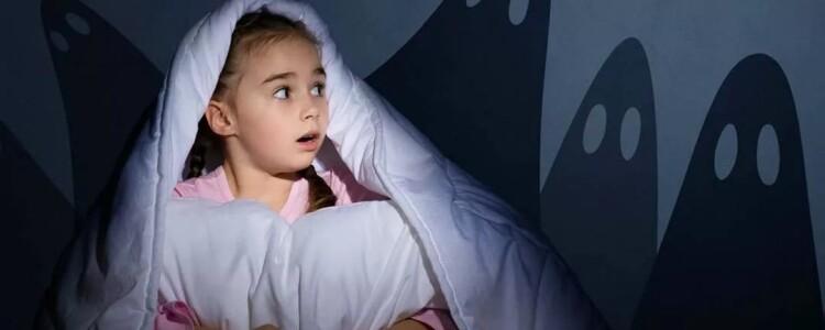 Ночные страхи у детей: как проявляются, причины, как преодолеть?