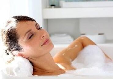 Когда можно принимать ванну после родов, почему нужно выждать некоторое время?