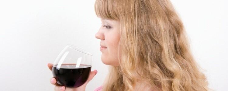 Через сколько выходит из грудного молока алкоголь