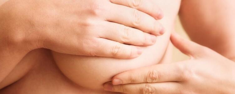 Как правильно сцеживать грудное молоко руками