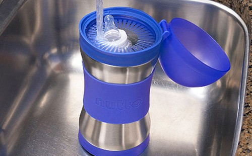 Подогрев грудного молока с помощью проточной воды